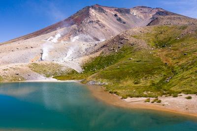 北海道最高峰旭岳の麓にある姿見の池